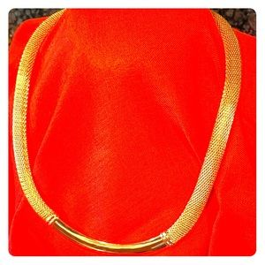 Jewelry - Elegant Gold tone Necklace 20""